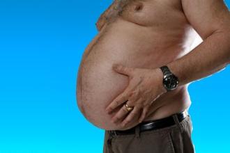 Переедание - причина возникновения аритмии у мужчин