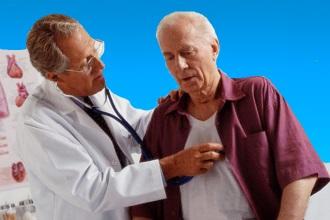 При сильной боли в области сердца вызывайте врача