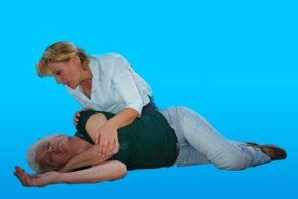 Первая помощь при обмороке при повышенном или пониженном давлении